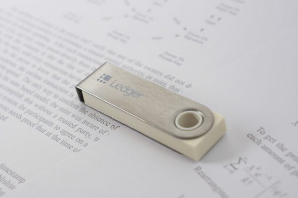 Ledger Nano S – White Paper Limited Edition to Celebrate the 10 Year Bitcoin Anniversary